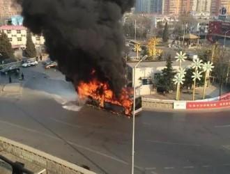北京某度假村新能源大巴着火 疑为婚礼鞭炮引燃