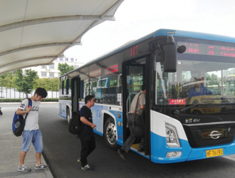 德阳市区现纯电动公交车 今后或将逐步全面推行