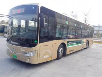 """白云机场首批纯电动公交车""""上岗"""