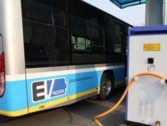中国各省公共和私人充电设施保有量平稳增长