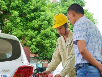 长寿供电公司:加快充电桩建设 满足市民绿色出行需要