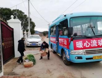"""南昌公交:共克时艰 """"暖心流动超市""""走进乡镇"""