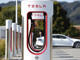 特斯拉年内将全国新增4000台充电桩