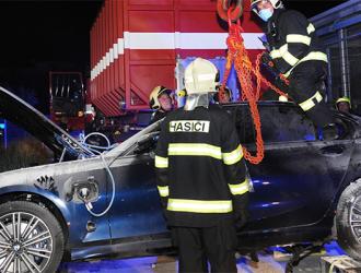 宝马3系插混版在捷克自燃!又是三元锂电池的锅?