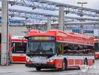 """枫叶之国再掀""""电动风潮"""" 比亚迪电动巴士驶入加拿大最大城市"""