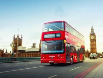 """助力""""奔向零碳""""绿色出行英国驻华大使点赞比亚迪纯电动双层巴士"""