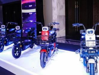 """电动自行车十几秒""""满电复活"""" 相关换电企业一年暴增1400家"""